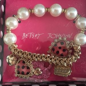 Gift Boxed Betsey Johnson Hearts Pearls Charm Belt
